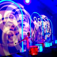 DJ René Pera mit dem Percussionisten Dirk Kalbitzer und Pitti Hecht im Festsaal der Flora/Köln.